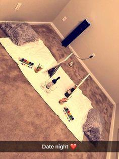 Date night sip n paint - Hali Nixon - Movie Night Romantic Home Dates, Romantic Date Night Ideas, At Home Dates, Romantic Surprise, Date Night Jar, Date Night Gifts, Creative Date Night Ideas, Cute Date Ideas, Cute Boyfriend Gifts
