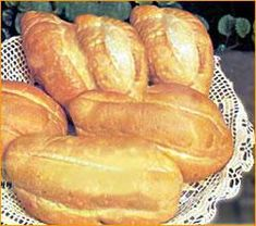 Aprende a preparar pan alemán con esta rica y fácil receta. Ponga en la amasadera o batidora (según la cantidad que elabore) la harina, la cerveza, el primer jugo y...