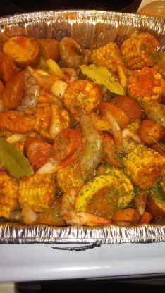 Old Bay Shrimp Boil Old Bay Shrimp Boil Recipe - Genius Kitchen - Çorba Tarifleri - Las recetas más prácticas y fáciles Cajun Seafood Boil, Shrimp And Crab Boil, Seafood Boil Party, Seafood Boil Recipes, Seafood Dinner, Cajun Recipes, Crockpot Recipes, Cooking Recipes, Healthy Recipes