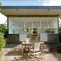Une maison recouverte de panneaux en fibre de verre #home #terrasse