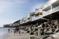 Minarc, Living by the Sea, Malibu Architecture Artists, Residential Architecture, Revere Beach, Beautiful Ocean, Townhouse, Mansions, House Styles, Gallery, Building