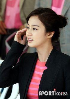 【テヒ画像】 2010ピンクリボン愛マラソン様子♪ - キム・テヒとその仲間達 Face Study, Kim Tae Hee, Korean Beauty, Indian Bridal, Natural Makeup, Yuri, Actors & Actresses, Kdrama, Beautiful Women