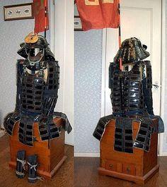 Karuta tatami gusoku, with chochin kabuto (collapsible helmet).
