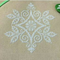 This Pin was discovered by Neş Cross Stitch Tree, Cross Stitch Baby, Cross Stitch Samplers, Cross Stitch Flowers, Cross Stitching, Cross Stitch Embroidery, Hand Embroidery, Embroidery Designs, Modern Cross Stitch Patterns