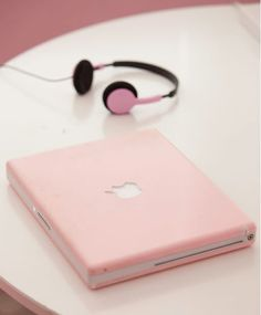 I need a new mac so bad, and a cute pink one would be perfecttt :)