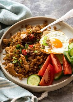 Nasi Goreng (Indonesian Fried Rice) Nasi Goreng is the popular Indonesian fried rice which is traditionally served with a fried egg. Indonesian Fried Rice Recipe, Malaysian Fried Rice Recipe, Asian Recipes, Healthy Recipes, Ethnic Recipes, Asian Foods, Healthy Food, Food Design, Design Files