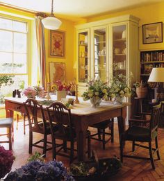 Trematon Castle-Isabel and Julian Bannerman-Cornish Coast-The World of Interiors-Christopher Simon Sykes English Interior, English Decor, Rustic Cottage, Cottage Style, Cottage Chic, English House, English Style, Dinner Room, Yellow Interior