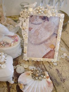 Vintage Dragonfly Mosaic Art by Mary Garrett Button Art, Button Crafts, Homemade Picture Frames, Shabby Chic Accessories, Jewelry Frames, Vintage Jewelry Crafts, Diy Art Projects, Seashell Crafts, Mosaic Art