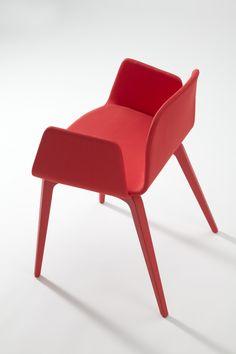 Bob XL Wood Chair with Armrests von ONDARRETA auf Architonic! Hier finden Sie Bilder & Informationen sowie Händler, Kontakt- und Anfrageoptionen für..