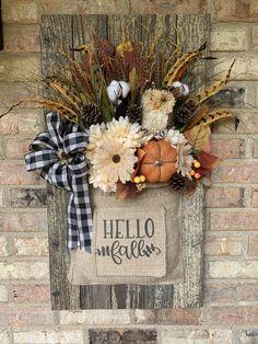 Primitive Fall Crafts, Fall Wood Crafts, Autumn Crafts, Dollar Tree Decor, Dollar Tree Crafts, Autumn Decorating, Fall Projects, Fall Wreaths, Fall Pumpkins