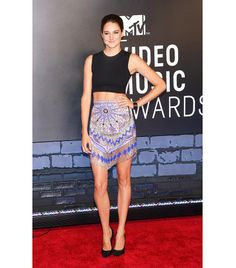 such a killer body.... @Who What Wear - Crop Top & Mini Skirt:                 Woodley wore this outfit to the Video Music Awards in 2013. A mini skirt and crop top combination can quickly read cheesy, but the high neckline and sleek black pumps keep the look sophisticated.    Takeaway tip: Keep the extras sedate when exposing your midriff. Subdued and sexy aren't mutually exclusive.