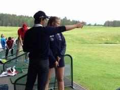 VG1 idrett hadde fagdag i golf på Grønmo -  Golfspillerne Jonathan og Christoffer var instruktører!