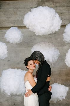 Fluffy Stuffing Clouds | 21 Stunning DIY Wedding Photo Booth Backdrops