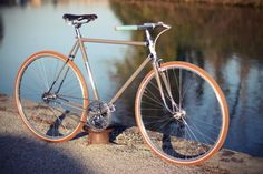 bicicleta-vintage-color-ocre