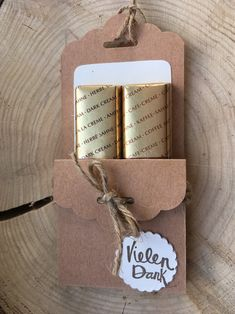 Verpackung mit zwei Merci- Schokoriegeln gefüllt. Eignet sich sehr schön, als Gastgeschenk auf Hochzeit, Taufe, Konfirmation, Firmung oder für Leute, die etwas dazu geschenkt haben. Jede...