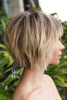 Medium bob haircuts have become so popular that they even have their own name now – we call them mobs. This statement haircut has a shape that is universally flattering. This bob are fancied by women all around the globe due to their versatility and a huge number of winning qualities. See our photo gallery. #haircuts #shorthaircuts #bobhaircuts #mediumbob