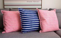 Capa Almofada Al Stripes Fine – Ethnix  Não contém enchimento  Tamanho: 45 x 45  Cor: Frente azul e verso cor de rosa  Ref: LIS_16638