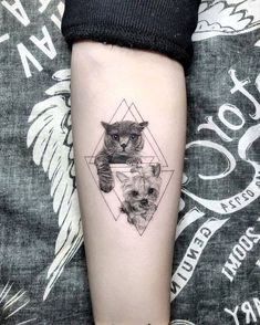 37 Cat Tattoos Designs And Ideas For Cat Lovers tattoo designs ideas männer männer ideen old school quotes sketches Cat And Dog Tattoo, Dog Tattoos, Forearm Tattoos, Body Art Tattoos, Tattoo Ink, Form Tattoo, Shape Tattoo, Trendy Tattoos, Small Tattoos