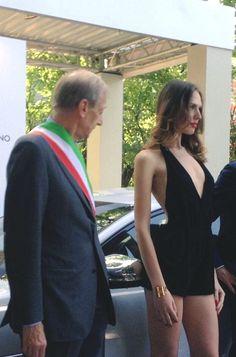 Lo sguardo vigile del sindaco di Torino Fassino, ad un evento organizzato dal Museo dell'automobile