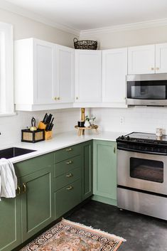 If you are looking for Green Kitchen Cabinets Design Ideas, You come to the right place. Here are the Green Kitchen Cabinets Design Ideas. Classic Kitchen, Farmhouse Style Kitchen, Modern Farmhouse Kitchens, Home Decor Kitchen, Diy Kitchen, Home Kitchens, Kitchen Ideas, Awesome Kitchen, Country Kitchen