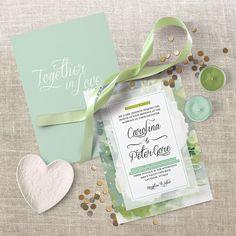 """Die Hochzeitseinladung """"Together in Love"""" wurde speziell für ein Fotoshooting in Amerika entworfen. Eine schöne Farbkomposition – sie macht Lust auf Sommer! #hochzeit #einladung #togetherinlove #papierliebe #wedding #papeterie #madeintirol"""