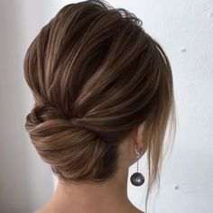 Easy Hair Bun – bun hairstyles for long hair Easy Bun Hairstyles, Bride Hairstyles, Classic Updo Hairstyles, Mother Of The Groom Hairstyles, Chignon Hairstyle, Up Hairdos, Mother Of The Bride Hair, Evening Hairstyles, Hairstyles Videos