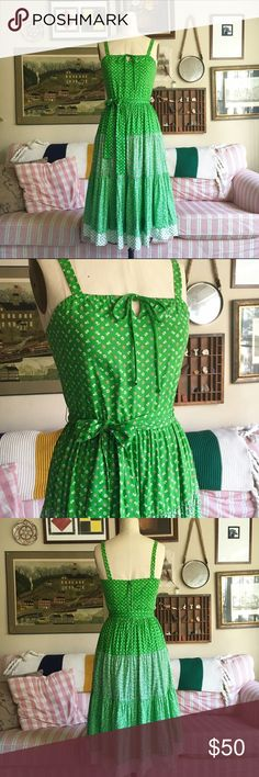 Vintage Green Floral Midi Dress 🌿So gorgeous! Extremely unique green floral dress from the 70s. Perfect to wear year round -- with sandals in the summer or boots & a cardigan in the winter. Best for a small/medium 🌿 Vintage Dresses