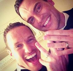 Cheyenne Jackson and Jason Landau got married on Sept. 13 in an Interfaith Wedding! Cheyenne Jackson, Lgbt History, Poster Boys, Jackson Family, Get Happy, Gay Couple, Famous Faces, American Actors, Merengue