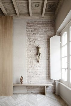 Stylish Apartment RJ in Mantua, Italy designed in pale colors with few touch of other colors - CAANdesign Brick Interior, Interior Walls, Interior And Exterior, Architecture Details, Interior Architecture, Wall Design, House Design, Exposed Brick, Interior Inspiration