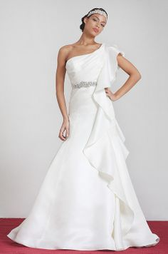 Beautiful one shoulder wedding dress by Junko Yoshioka, Fall 2014 wedding dressses, goddess