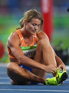 Dafne Schippers Photos - Silver medalist Dafne Schippers of the Netherlands reacts after the Women's Final ahead of on Day 12 of the Rio 2016 Olympic Games at the Olympic Stadium on August 2016 in Rio de Janeiro, Brazil. Olympic Gymnastics, Olympic Games, Dafne Schippers, Magazine Sport, Beautiful Athletes, Athletic Girls, Poses References, Muscular Women, Sports Stars