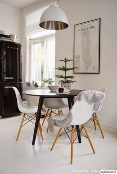 KOTIPALAPELI Beautiful Interior Design, Interior Design Inspiration, Home Decor Inspiration, Eames Chairs, Elegant Homes, Apartment Living, Home And Living, Decoration, Kitchen Decor