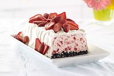 Explore our recipe for Strawberry Whipped Sensation. Strawberry Whipped Sensation is a showstopper, made with fresh strawberries and chocolatey cookies. Strawberry Desserts, Frozen Desserts, Frozen Treats, No Bake Desserts, Easy Desserts, Dessert Recipes, Dinner Recipes, Dessert Simple, Kraft Recipes