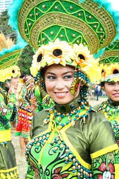 Have you ever heard of the fabulous Aliwan Fiesta? It's held every year to celebrate the many different cultures that Filipinos belong to. Looks fun! #agoda