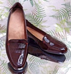 CLARKS BURGUNDY LEATHER LOAFERS SLIP ONS SLIDES WORK DRESS SHOES WOMENS SZ 9 M #Clarks #LoafersMoccasins #WeartoWork