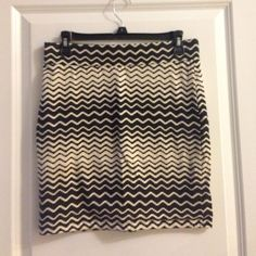 Patterned fitted skirt Forever 21. No signs of wear. Forever 21 Skirts