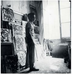 """Oswaldo Vigas in his atelier-apartment at """"Hotel D'aubusson"""" París, 1963Photo archive of Oswaldo Vigas Foundation"""