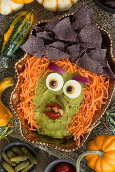 Hatch Guacamole Dip Witch - Nibbles and Feasts halloween recipes ideas food Halloween School Treats, Halloween Food For Party, Couple Halloween, Spooky Halloween, Halloween Foods, Witch Party, Halloween Recipe, Halloween Games, Happy Halloween