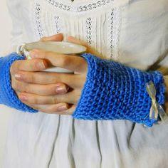 Free Vintage Fingerless Gloves Crochet Pattern via Hopeful Honey