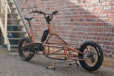 Retrovelos Ponyjohn ist ein kleines Meisterwerk aus der Leipziger Fahrradschmied… Retrovelos Ponyjohn is a small masterpiece from the Leipzig bicycle factory. Trike Bicycle, Recumbent Bicycle, Electric Cargo Bike, Electric Cars, Velo Cargo, Build A Bike, Push Bikes, Bike Trailer, Urban Bike