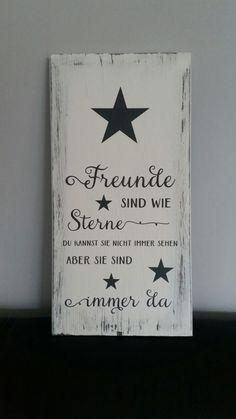 schönes Holzschild im Shabby-Look Größe 40 x 20 cm weiß mit anthrazitfarbender Folie beschriftet. Rand im shabby-Look. Spruch: Freunde sind wie Sterne. Du kannst sie nicht immer sehen,...
