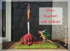 Dino Kuchen mit Vulkan