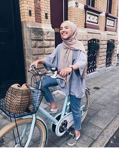 Fashion Hijab 2018 Casual 17 Ideas For 2019 – Hijab Fashion Street Hijab Fashion, Muslim Fashion, Modest Fashion, Trendy Fashion, Fashion Fashion, Casual Hijab Outfit, Hijab Chic, Modele Hijab, Hijab Look