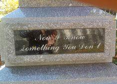 Viccesen szomorú sírkövek | Fotó via boredpanda.com