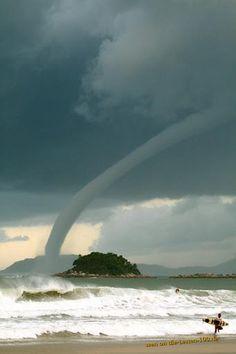 Die besten 100 Bilder in der Kategorie wolken: Tornado-Schlauch ?ber Meer