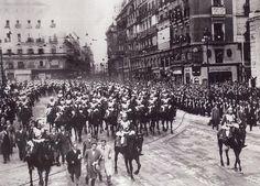 Desfile militar tras la toma de posesión del nuevo Presidente de la República.10 diciembre 1931.  De Madrid al cielo: Álbum de fotografías y documentos históricos. - Urbanity.cc