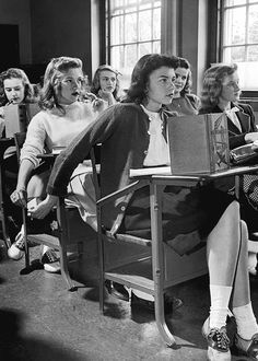 Vintage cool, old school photos from the past. Mode Vintage, Vintage Love, Vintage Stuff, 1950s Fashion, Teen Fashion, Club Fashion, Women's Fashion, School Fashion, Fashion Quotes