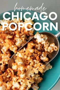 Chicago popcorn makes the most of the classic sweet-and-salty combo! Rich, sweet caramel corn is mixed with cheddar popcorn for an irresistible snack. Lunch Snacks, Easy Snacks, Yummy Snacks, Healthy Snacks, Snack Recipes, Healthy Recipes, Corn Recipes, Cheddar Popcorn, Butter Popcorn