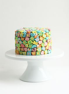 DIY Lucky Charms cake recipe + great tips from Alana Jonesmann. For St Patrick's but also Easter, or rainbow themed parties.