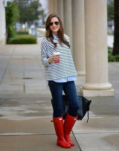 Rainy Day Casual- I have the red hunter boots and would like to dress up my rainy day outfits Preppy Mode, Preppy Style, Style Me, Red Hunter Boots, Hunter Boots Outfit, Red Boots, Snow Boots, Fall Winter Outfits, Autumn Winter Fashion